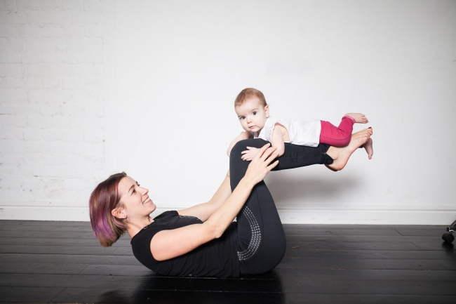 7 Ασκήσεις γυμναστικής μιας μάνας τριών για να επανέλθει σε φόρμα